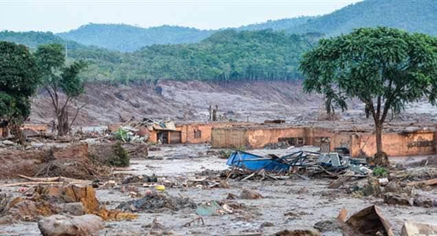 Lama da Samarco na região de Mariana - Foto: Ricardo Moraes/REUTERS
