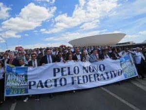Representantes da Coalizão Não Fracking Brasil fazem palestra para participantes da Marcha de Vereadores