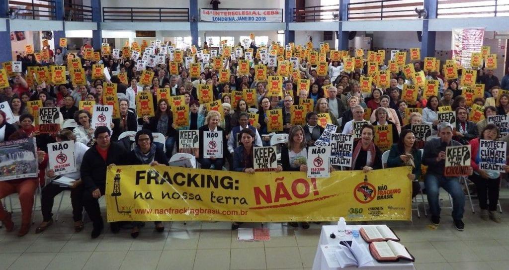 Campanha Não Fracking Brasil avança em todo o Brasil com centenas de cidades provando legislação proibindo operações para exploração do gás de xisto. Foto: COESUS/350Brasil