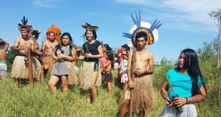 Indígenas plantam mudas para autodemarcação de território